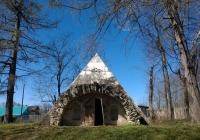 Никольское - Черенчицы, погреб-пирамида, Львов